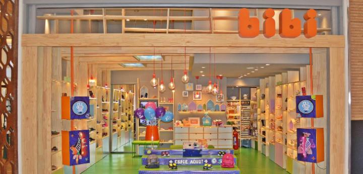 CALZADOS BIBI abre una tienda en Perú, iniciando su expansión internacional.