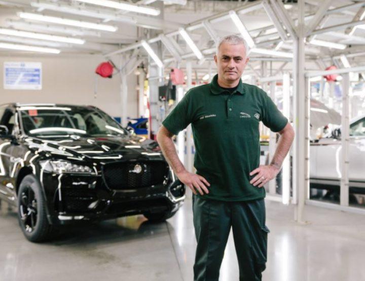 El técnico José Mourinho deja el banquillo y se convierte en empleado de Jaguar por un día